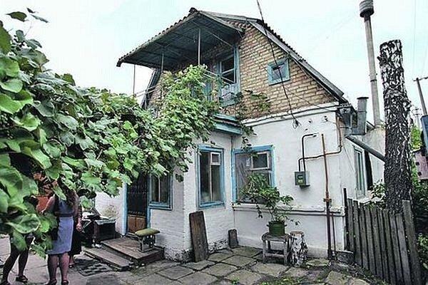 В этом доме Сергей жил вместе со своей мамой