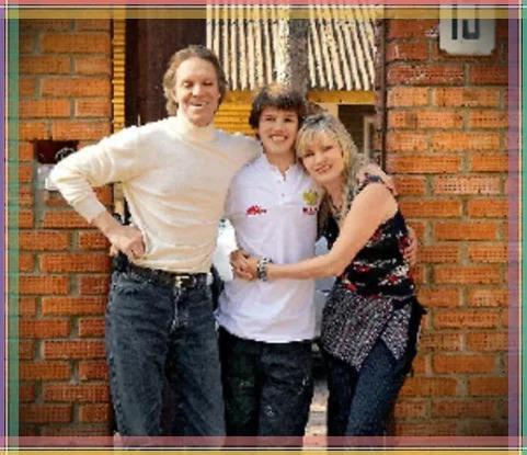 С гражданской женой и сыном.