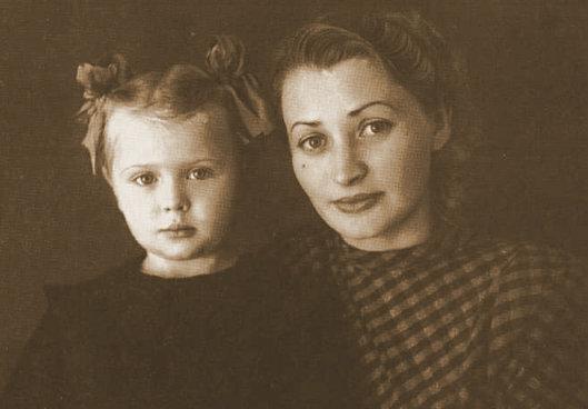 Ирэн с мамой
