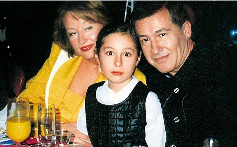 С мужем и дочерью.